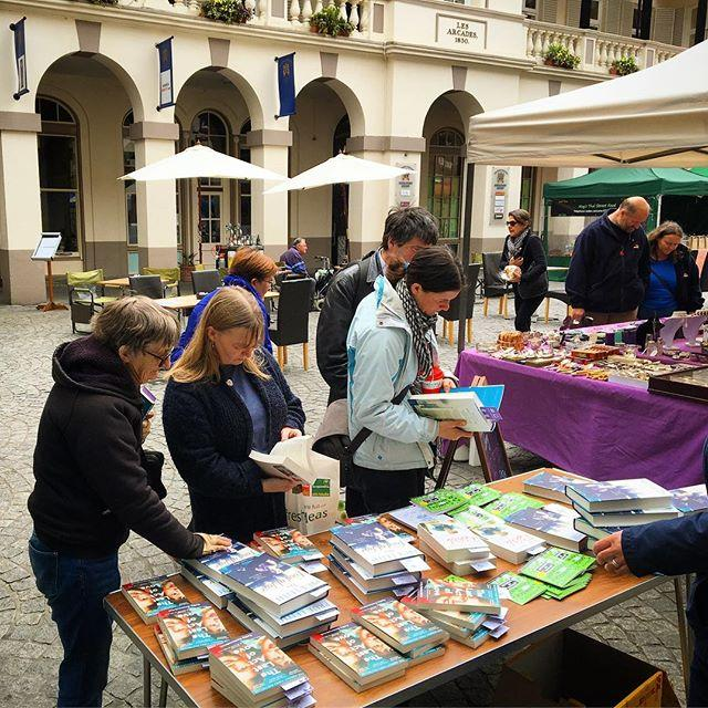 We were in Market Square today giving away free books for World Book Night. It was fun! Happy reading! #libraries #lovelibraries #worldbooknight #worldbooknight2017 #books #freebooks