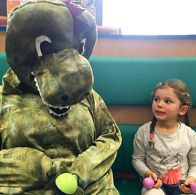 Here come the dinosaurs! patacakebooks We had Dino themed TOTs sessions today with a visit by Daisy the Dinosaur! readingagency ROAR!!!