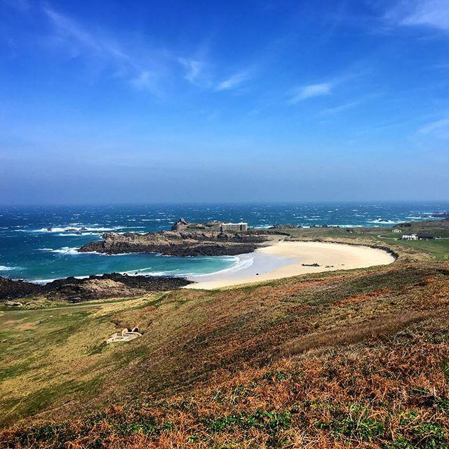 Were in Alderney today for the #alderneyliteraryfestival. This is a decent spot for a lunch break!Looking forward to this afternoons talks from authors Andrew Lownie and Lloyd Shepherd #Alderney #sayebeach #channelislands